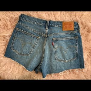 NWOT LEVIS 501 CUT OFF SHORTS 🔥🔥🔥